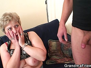Hot grandma warms up at the swallowing two cocks
