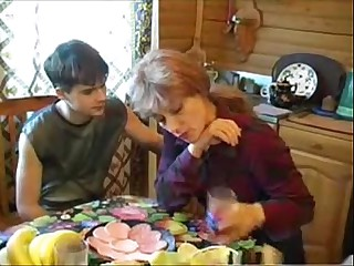 Elizabeth A - russian comme ci mom fucks young boy