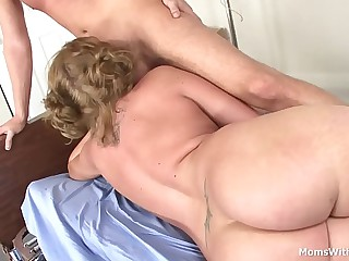 MILF Ava Rose Doctor Tinkle Shafting