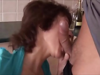 SAGGY TITS MOM LOVES ANAL