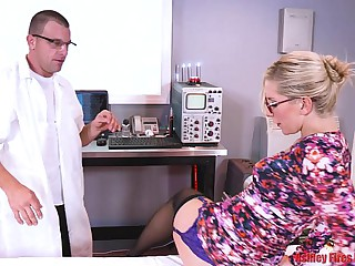 Dr Mommy Gets DPed By Brother And Descendant (Modern Taboo Family)