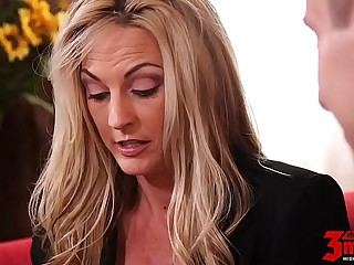 Hot Mom Deep Banged By Youth Stud