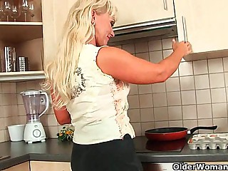 Blonde soccer mom with curvy diet gets fucked